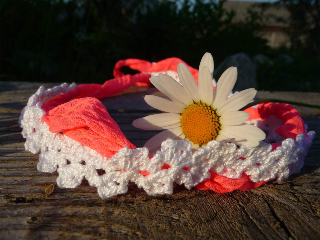 crochet anklet and flower