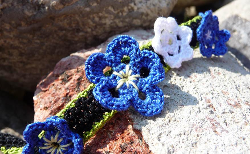 crochet blue flowers