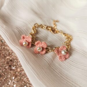 anklet with chain and crochet flowers