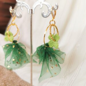 earrings with green tulle and crochet flowers