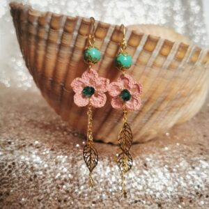 dangle earrings with pink crochet flowers and metal leaves