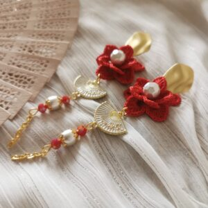oriental earrings with red crochet flowers and metal hand fans